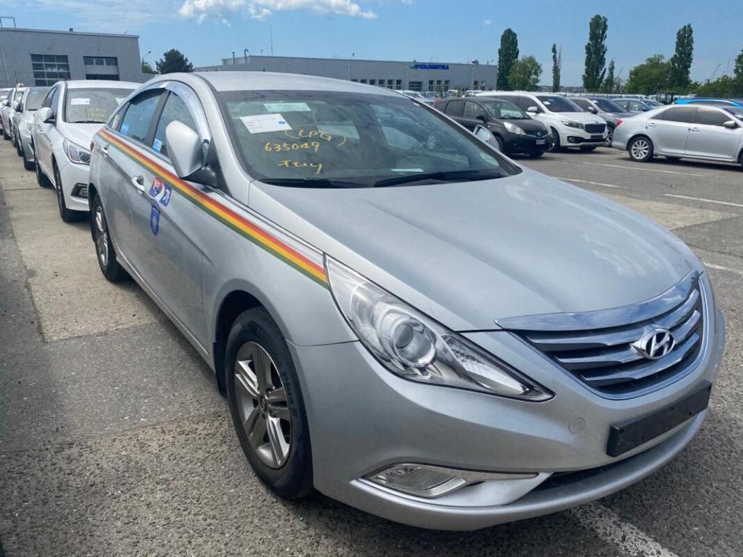 Hyundai Sonata (2013)